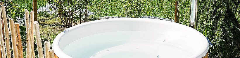 Bild: Pixabay.com © Pezibear CCO Public Domain: Ein Whirlpool im Garten sorgt für luxuriöse Entspannung.