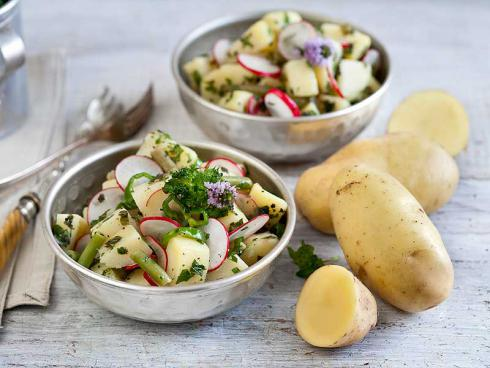 Bild ©Volmary: Ein `Kifli`-Gemüse-Salat weckt auch müde Lebensgeister …