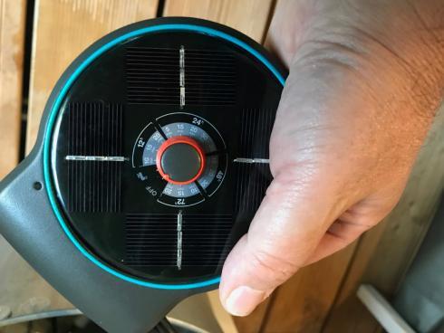 Bild garten.ch: AquaBloom ist handlich und an verschiedenen Orten einfach zu montieren, z.B. Topfrand, Balkonbrüstung, Wand etc.