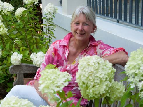 Foto: BGL/Gary Rogers. - Nach ihrem Studium der Landespflege in Osnabrück gründete Brigitte Röde ein Planungsbüro in Köln. Neben der Freiraum- und Objektplanung - primär in Privatgärten - ist die differenzierte Bepflanzungsplanung ein Schwerpunkt ihres Büros.