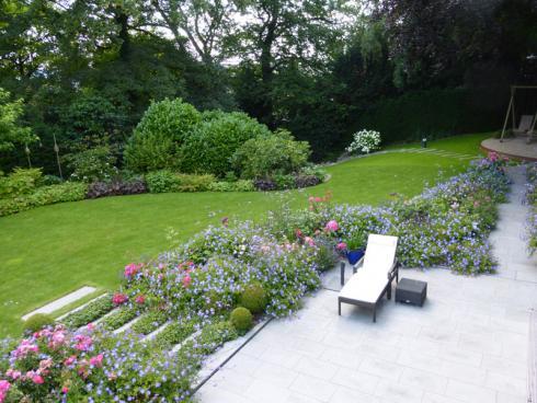"""Foto: BGL/Brigitte Röde. - """"Oft erlebe ich, dass Emotionen und Gartenwünsche sich vor allem an Pflanzen festmachen - an Farben, Düften, Geräuschen. Tatsächlich stehen die Pflanzen für die meisten meiner Kunden im Fokus und daraus entwickele ich dann weitere Gartenaspekte und -elemente"""" - Brigitte Röde."""