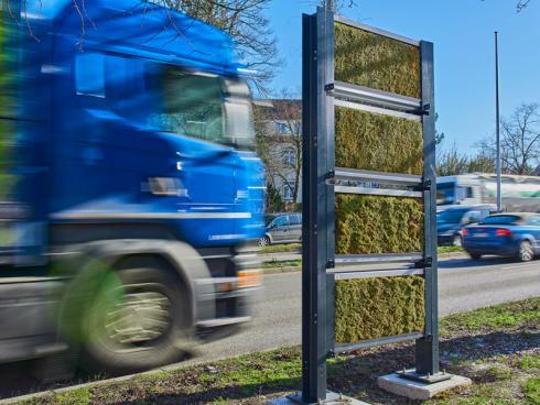 Bild Ed. Züblin AG-Tom Philippi: Während der letzten drei Jahre wurde das modulare, begrünte Wandsystem unter realen Umweltbedingungen an verkehrsreichen Strassen in Ludwigsburg und Stuttgart getestet.