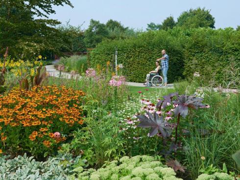Bild Appeltern: Auch die grösste Staudensammlung der Niederlande wartet im Park darauf, bestaunt zu werden. Mit jedem weiteren Sommertag heben die Pflanzen mehr und mehr zu einer wahren Blütenparade an.