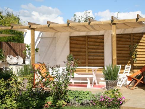 Bild Appeltern: In den Gärten von Appeltern gibt es 1001 Inspirationen für das eigene Grundstück zu Hause - zum Beispiel Ideen für gemütliche Sitzplätze zum Entspannen und Zusammensein.
