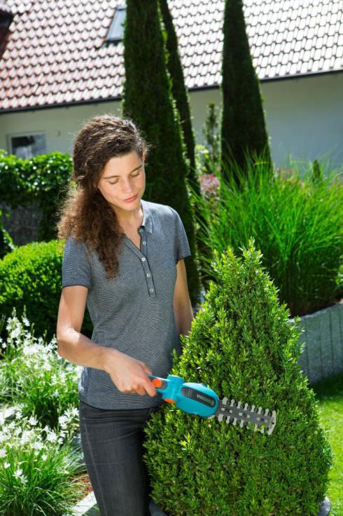 Bild Gardena: Bei der Gardena Akku-Gras- und Strauchschere  lassen sich die Messer ganz ohne Werkzeug wechseln.