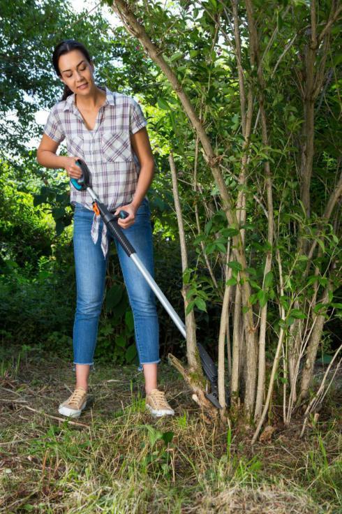 Bild Gardena: Die SlimCut Astschere ist die richtige Schere, um dichte Büsche und Sträucher auszulichten.