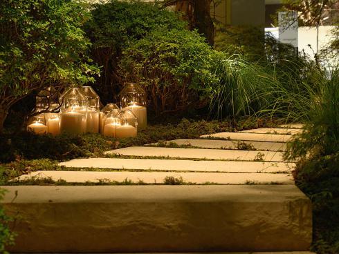 Bild: Giardina 2016 Gartenromantik Blockstein Stufen Kerzen Ensemble