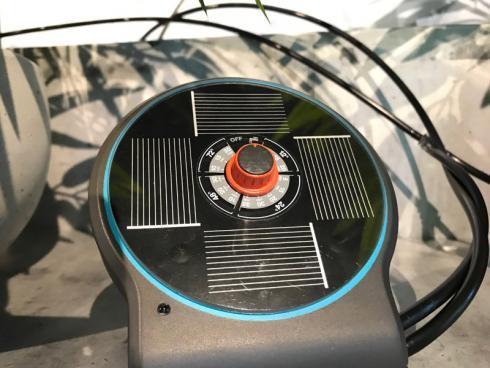 Bild garten.ch: AquaBloom eine Zuleitung vom Wassertank und eine Leitung zu den Pflanzen