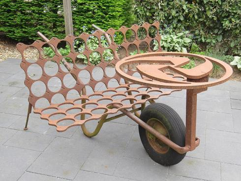 Bild garten.ch: Den geeigneten Ruheplatz im Garten einzunehmen erfordert Sitzgelegenheiten, die sich einfach verschieben lassen.