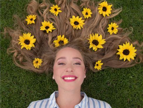 Foto Sunsation: Farbintensiv, eine Spur Vintage und somit absolut Instagrammable sind Sonnenblumen. Sie lassen sich sensationell in Szene setzen.