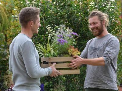 Geschenke für Macher (Stadt-)Gärtnern ist hipp, entsprechend groß ist die Begeisterung über neue Gartenbewohner und Balkonkastenbesetzer. (Bildnachweis: GMH/Herb Allgaier)