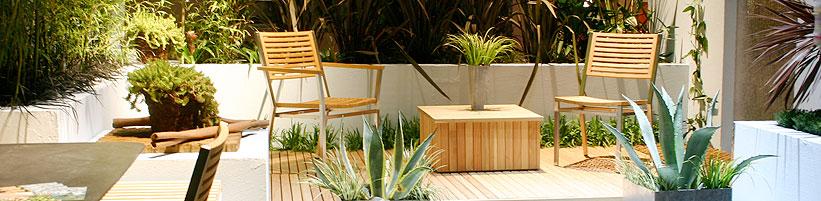 Prospekte Mit Gartenmöbeln Und Pflanzgefässen Flattern Ins Haus. Wie Geht  Man Eine Neugestaltung Der Terrasse Am Besten An, Auf Was Muss Man Achten?
